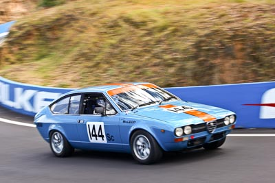 144;1976-Alfa-Romeo-Alfetta-GT;22-March-2008;Australia;Bathurst;FOSC;Festival-of-Sporting-Cars;Historic-Sports-and-Touring;Lyndon-McLeod;Mt-Panorama;NSW;New-South-Wales;auto;classic;motorsport;racing;telephoto;vintage